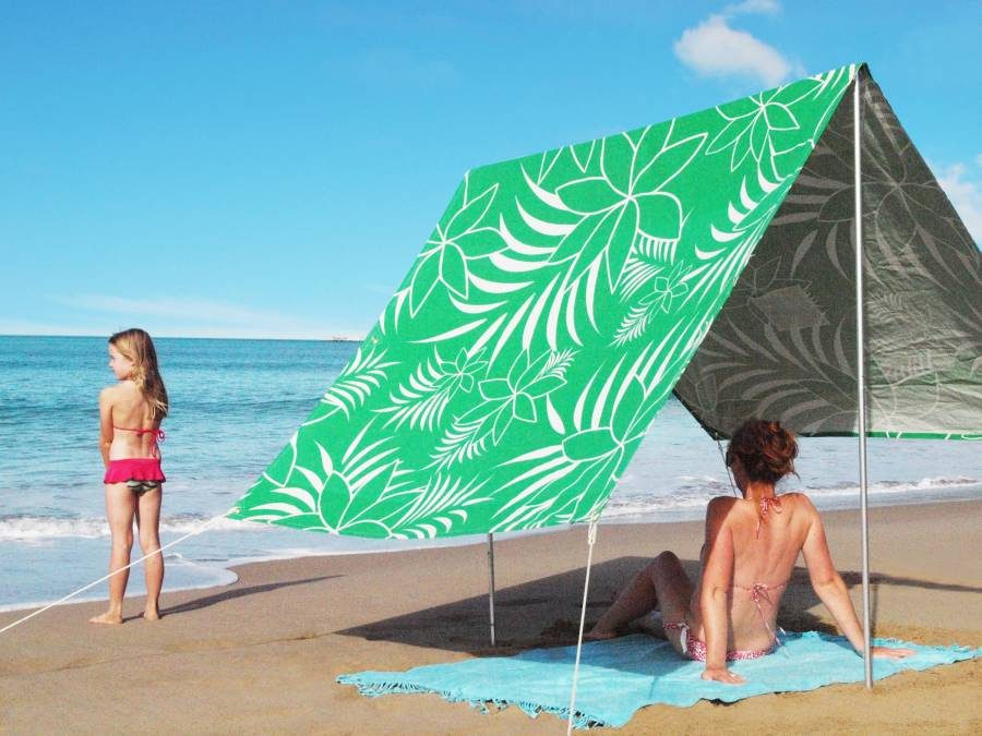 Sombrilla beach shade leaf me here green beachkit - Sombrillas de playa plegables ...
